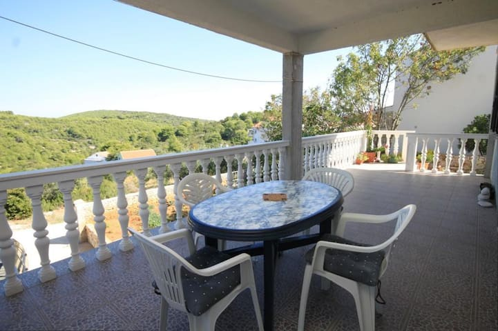 Two bedroom apartment with terrace Rukavac (Vis) (A-8836-a)