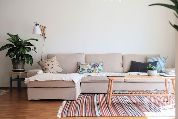 + Ruhige 2 Zimmer Wohnung in Elbnähe mit Balkon +