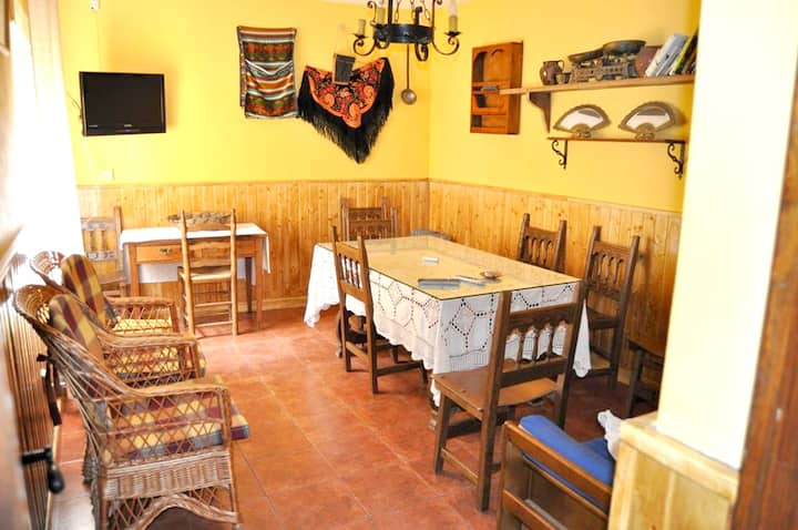 House with 4 bedrooms in Torrejón el Rubio, with wonderful mountain view, balcony and WiFi