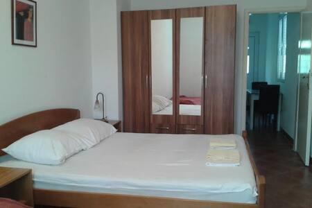 Apartments Mrvaljevic - Petrovac - Apartment - 0
