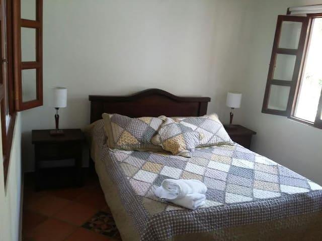 HABITACIÓN DOBLE CONFORTABLE CON BAÑO PRIVADO - Villa de Leyva - Huis