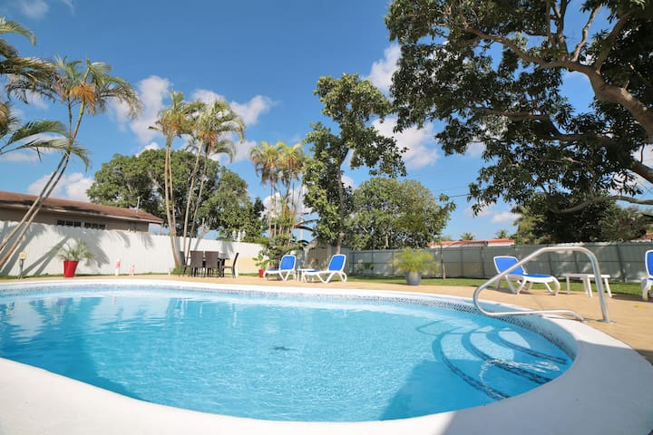 House w/ Pool, now avail for month to month rent!
