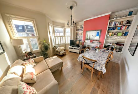 Beautiful airy double room, Fulham