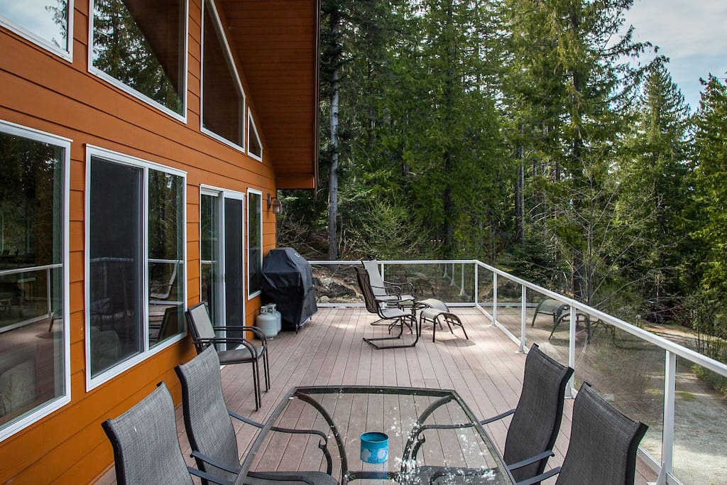 Spacious Deck for grilling and entertaining