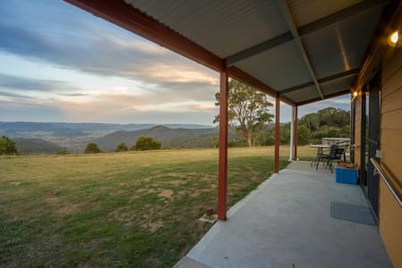 Wombat Cottage at Majestic View on 120 acres