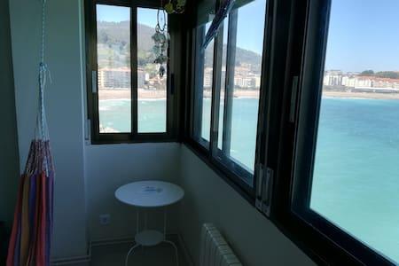 Piso 3 dormitorios, linea de playa - Castro Urdiales - Lakás
