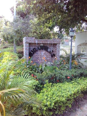Casa de descanso familiar en Carmen de Apicala - Carmen Apicala - Talo