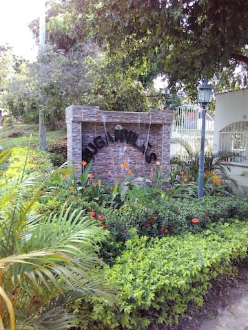Casa de descanso familiar en Carmen de Apicala - Carmen Apicala - House
