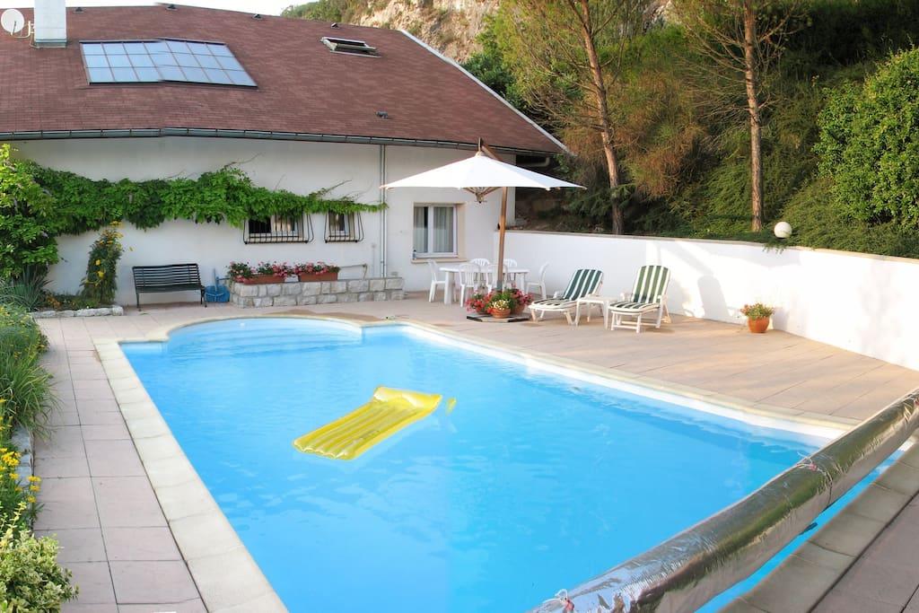 Chambre avec salon dans maison avec piscine g steh user for Piscine chambery