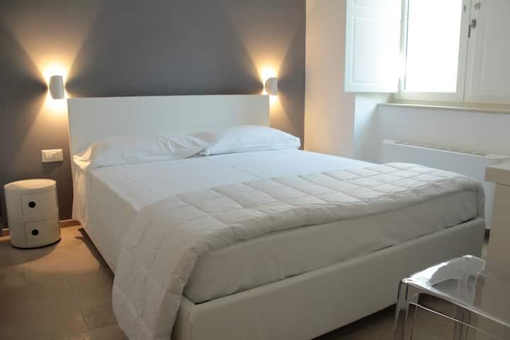 LAMIA room rentals camera NICCHIA