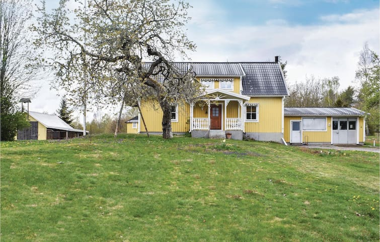 Holiday cottage with 4 bedrooms on 150m² in Fagerhult