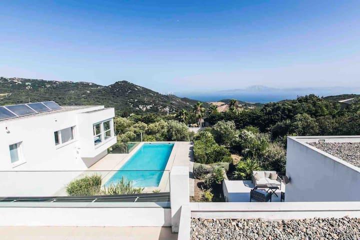 Villa de diseño en Tarifa con vistas la estrecho