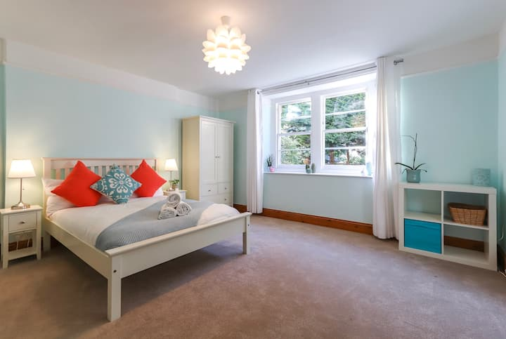 Fantastic 2 Bed Apartment Close To The Downs