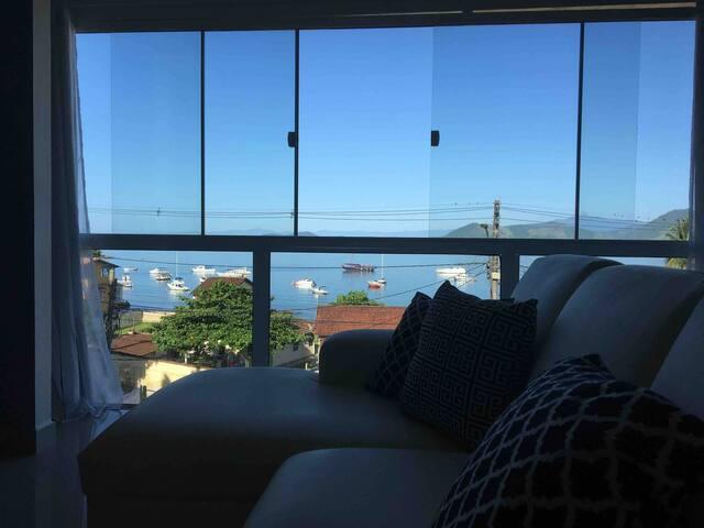 Casa em frente a praia Biscaia - Angra dos Reis