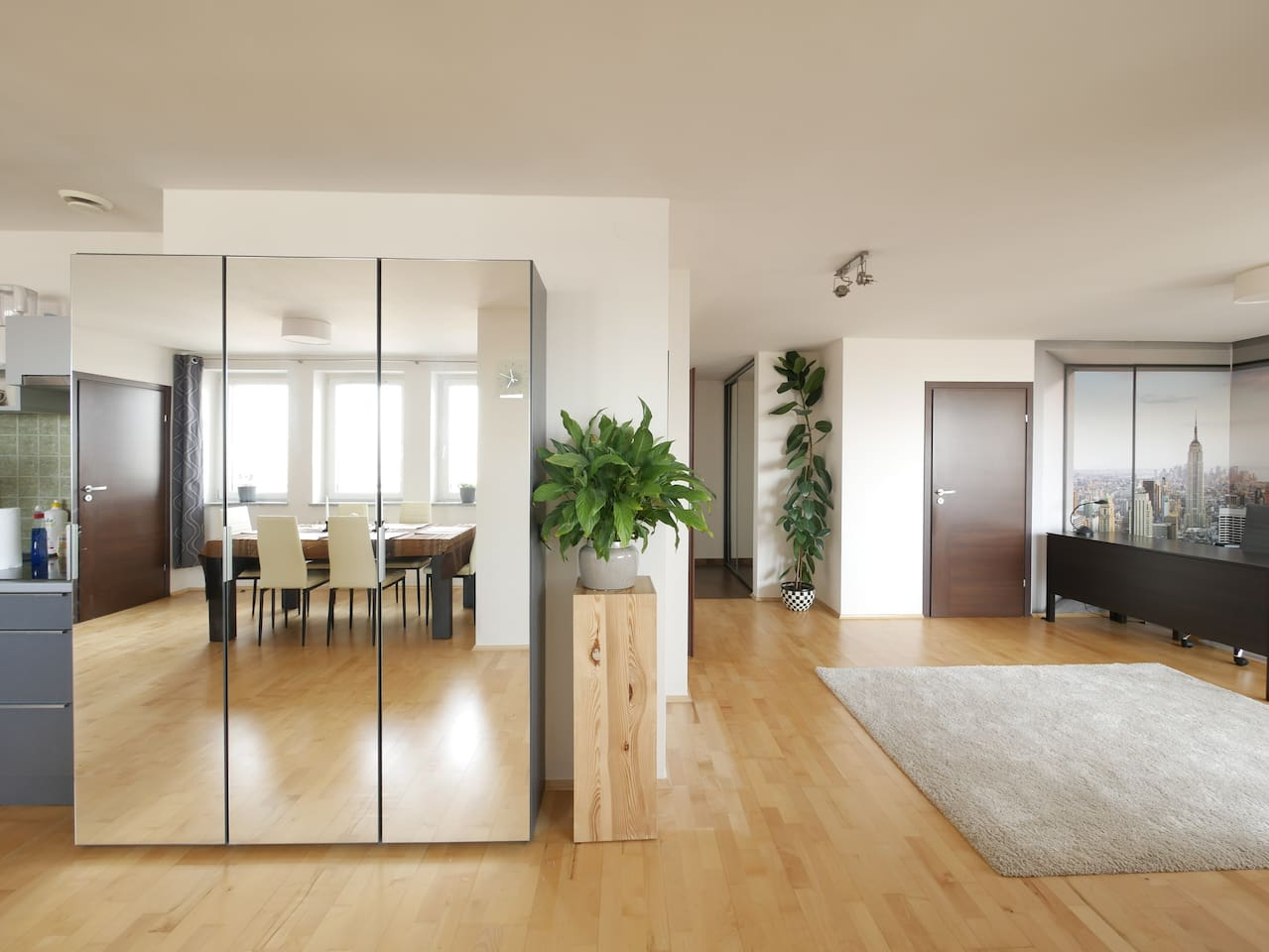 Super bright, big and cozy apartment with wonderful horizontal views around the city