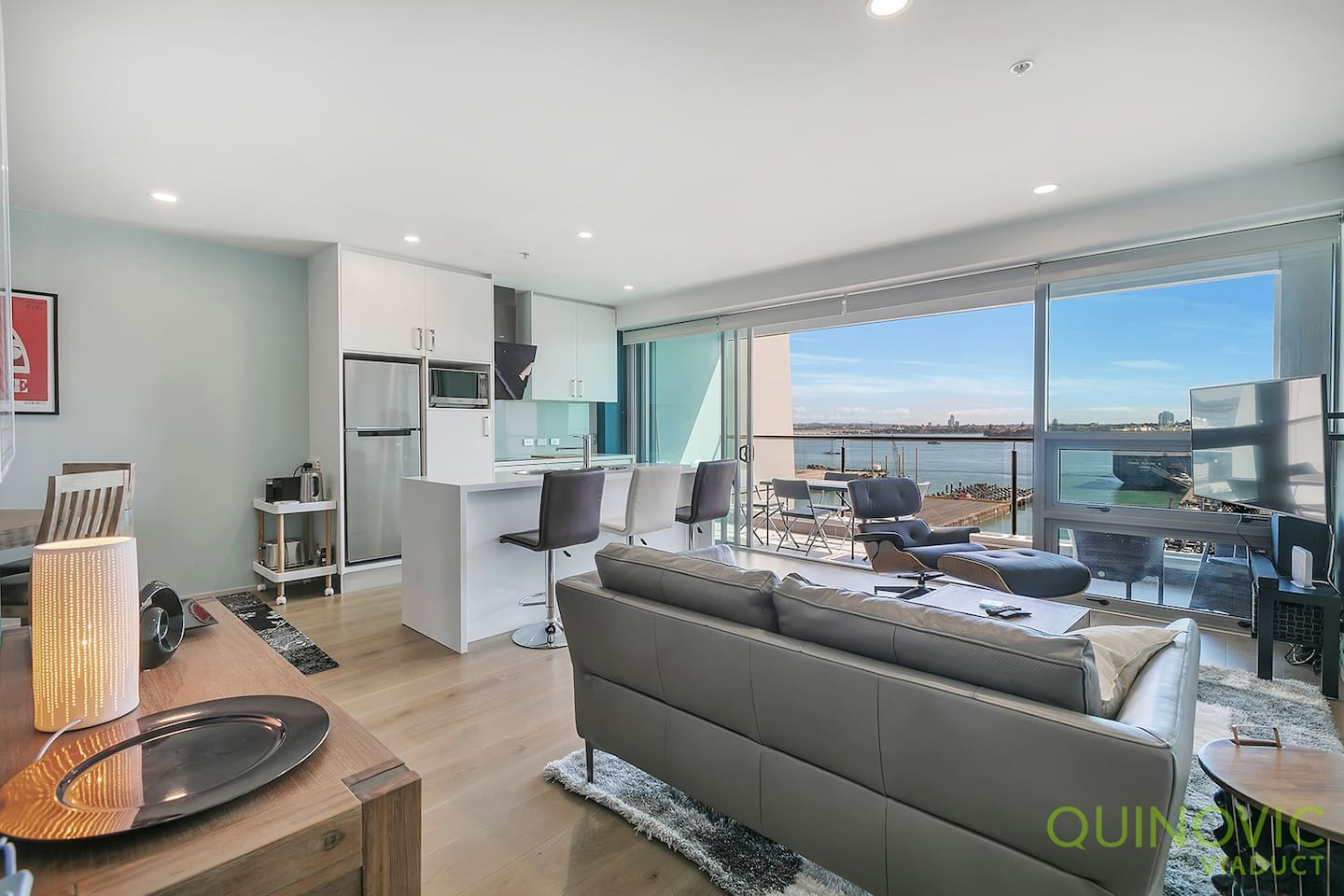 Large and luminous appartment, stunning views over the Harbour.