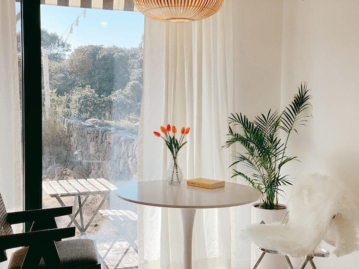 성산읍 고즈넉하고 조용한마을 누코지스테이 퀸베드룸2인실
