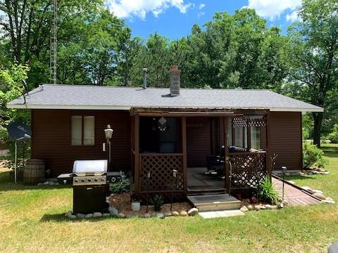 Z's Place, a Cozy Cabin Wilderness Retreat