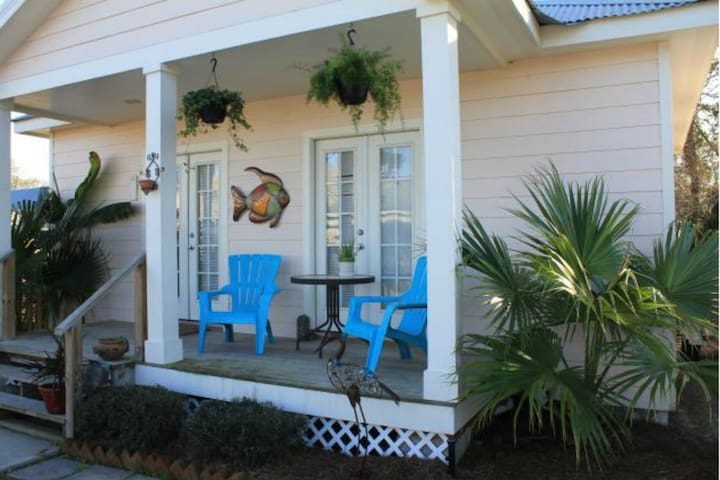 Carroll House  Beach Cottage of Bay St. Louis - Bay Saint Louis - Bungalov