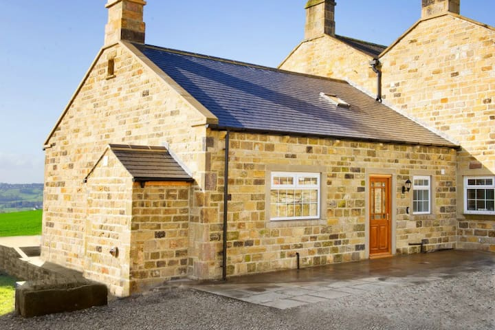 Wharfe View Cottage | Huby | Sleeps 7 - North Yorkshire - Talo