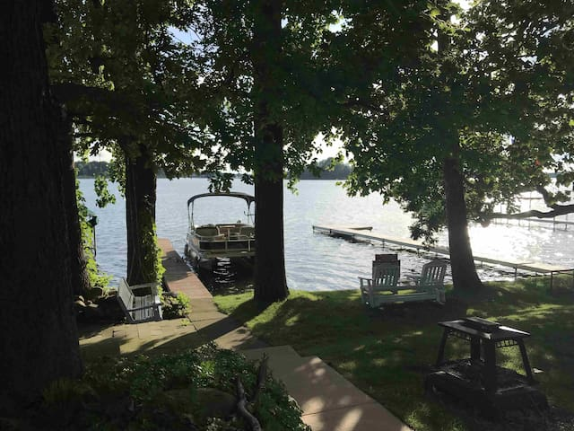 Lakeside Livin - Dewart Lake