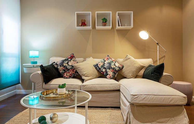 Modern 2 Bed Apt in Abrantes, 4mins to metro