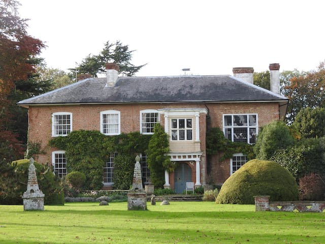 Historic Country Estate - Large Rm - Kent - Dom