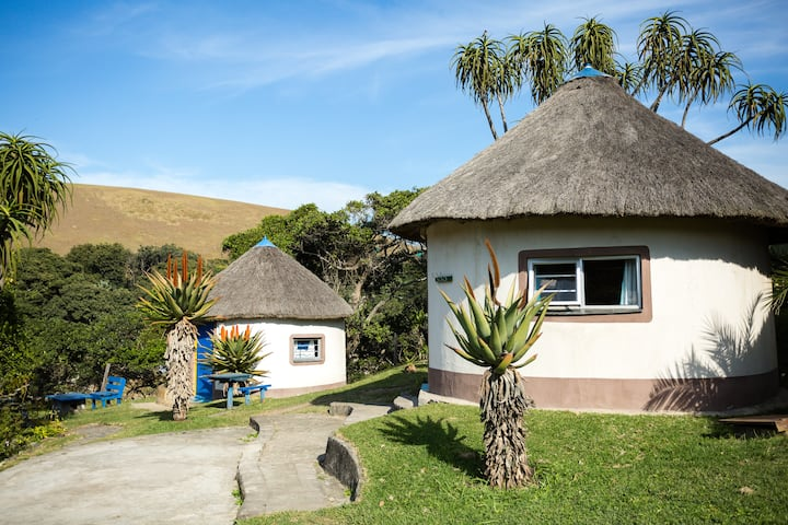 Traditional Thatched Rondavel2 @Coffee Shack