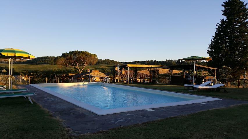 """Casa Vacanze con piscina """"Salvia""""."""