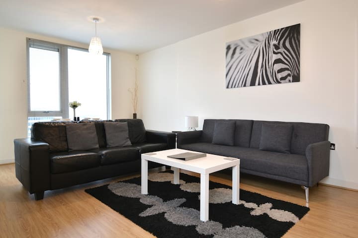 Stylish apartment near station with balcony