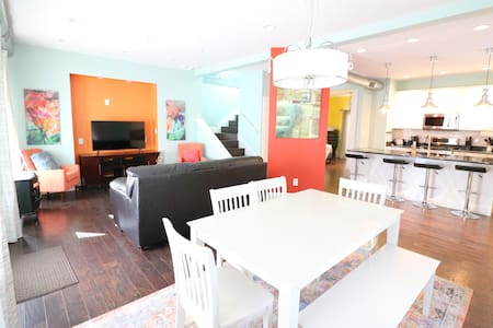 Lemon Luxe BNB [Footsteps to Fountain Square ]
