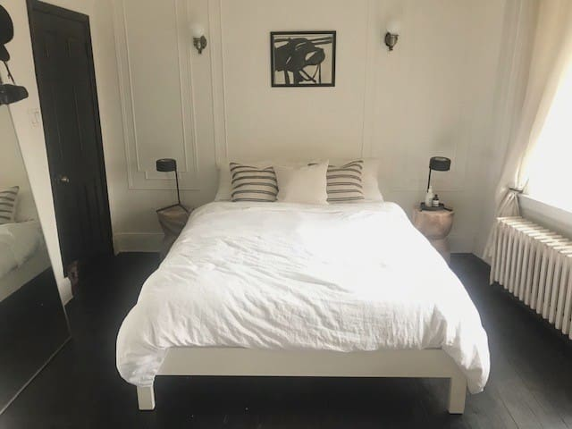 Spacious Room in Greenpoint