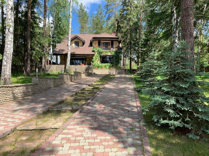 Уютный дом для отдыха на природе
