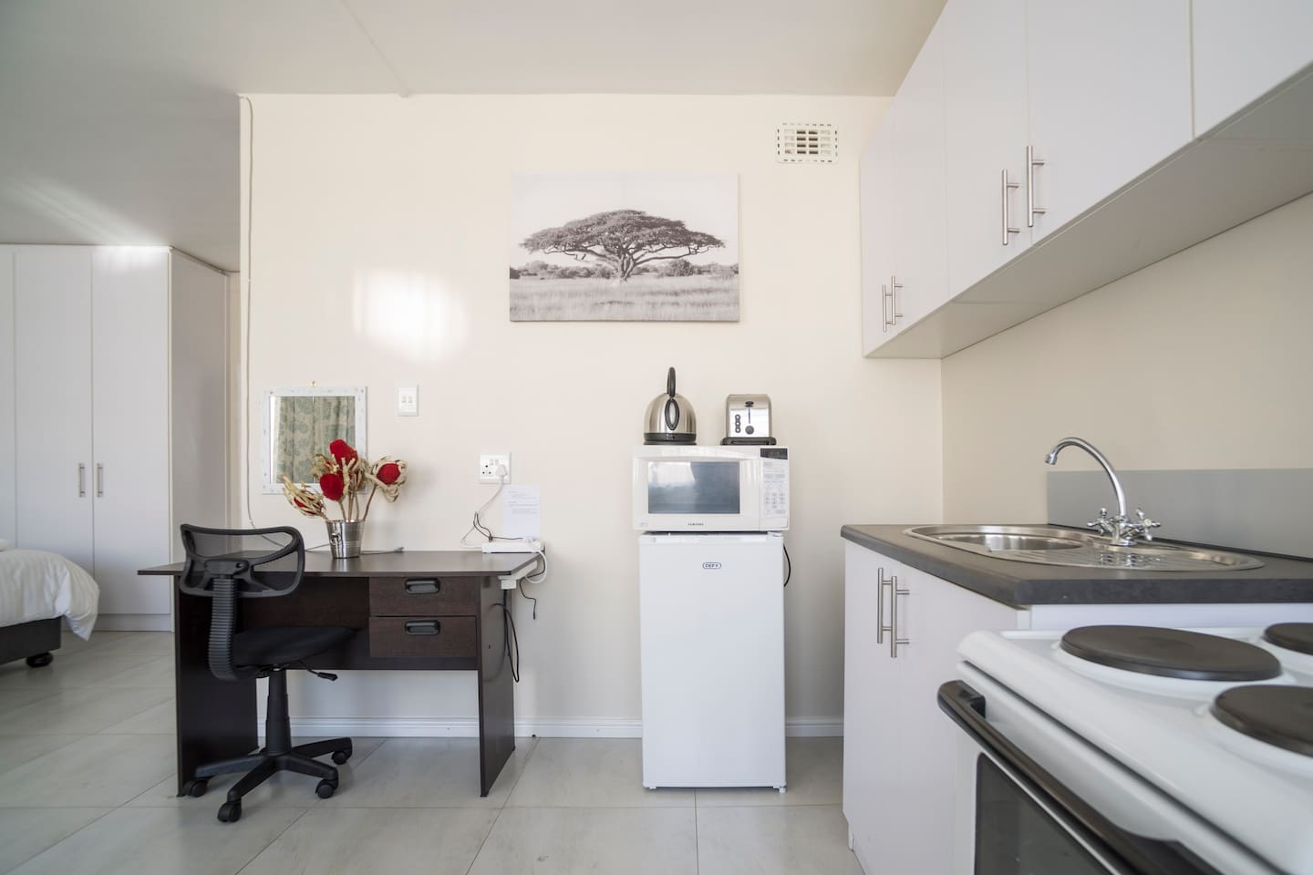 Great Central Location Open Plan Studio - Apartments for Rent in ...