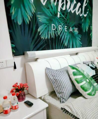 漫•居。热带风情,市中心万邦国际带大阳台、可做饭。公寓