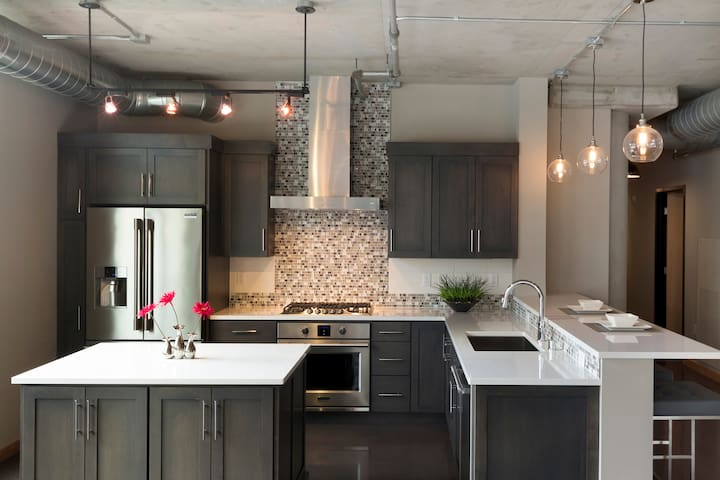 Huge Updated Condo in the North Loop