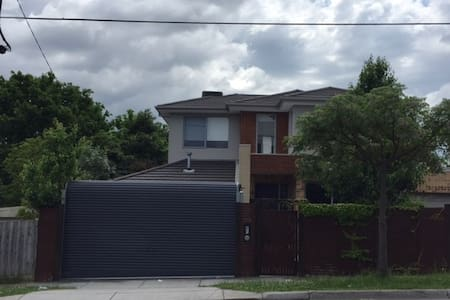Great Family House - Chadstone