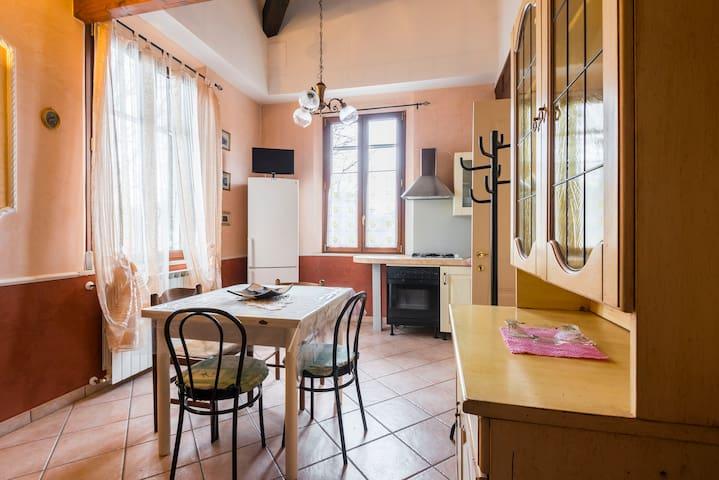 MODENA CENTRALE CON PARCHEGGIO - Modena - Apartamento