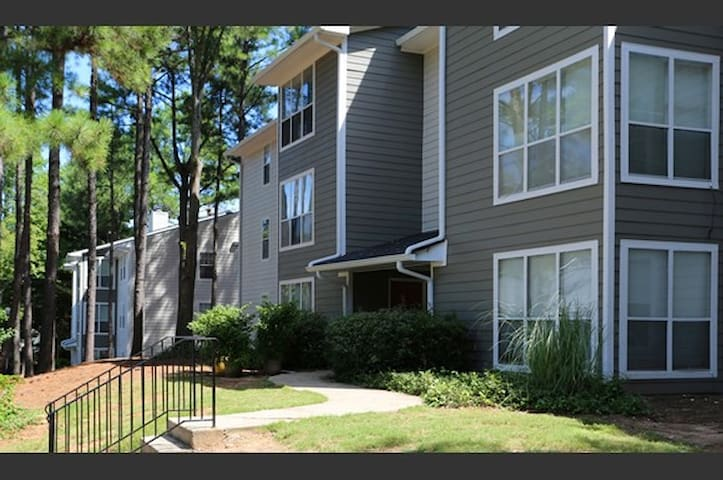 Gated apartment only 2 miles from braves stadium