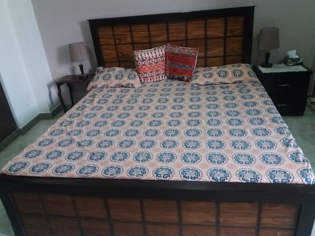 Affordable room in the heart of islamabad E11 4.