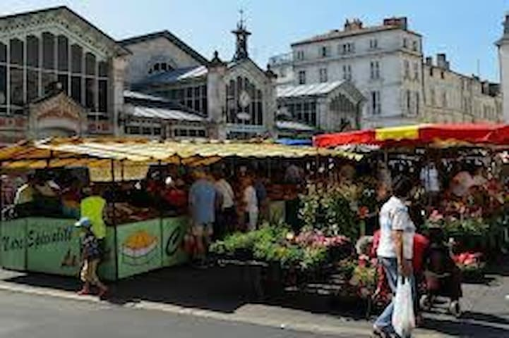 Hyper centre la Rochelle terrasse+WIFI+climatisat°