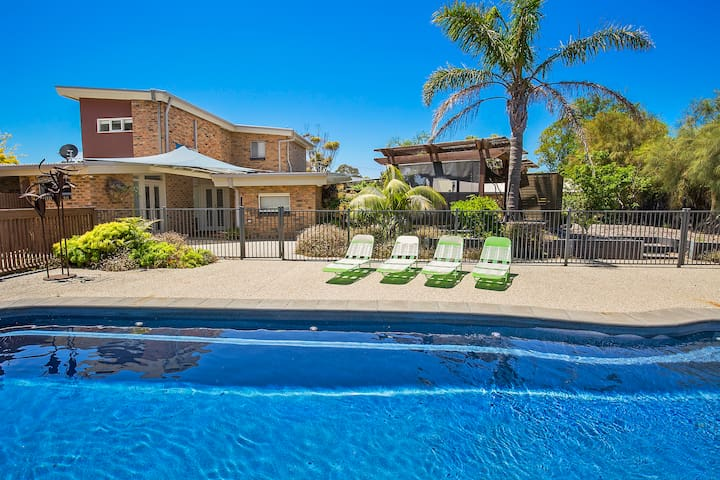 RYE Entertainer's delight,12m pool, billards,VIEWS