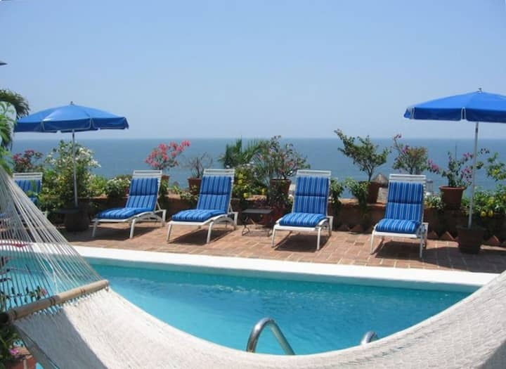 Stunning villa, Great Oceanviews, Wifi, Staff,pool