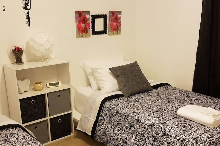 A1 Charming on a Budget,TwinBed(Hostel Style)