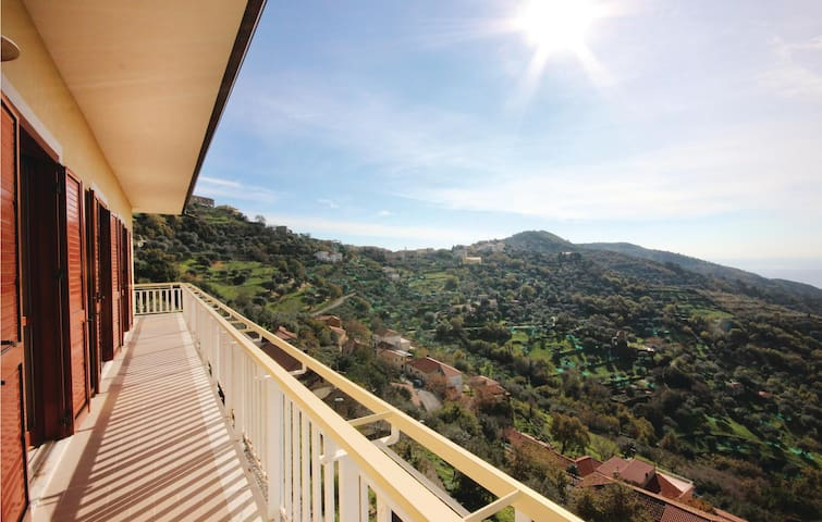 Holiday apartment with 3 bedrooms on 130 m² in Montecorice (SA)