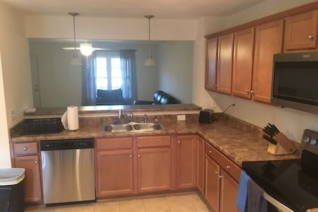 Spacious, Open Townhouse Near Airport