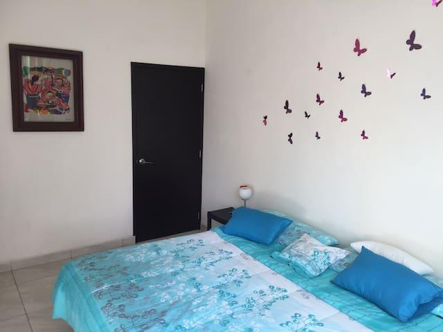 Cómoda y relajante habitación