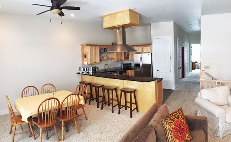Apartment in South Main-April Discounts Available!