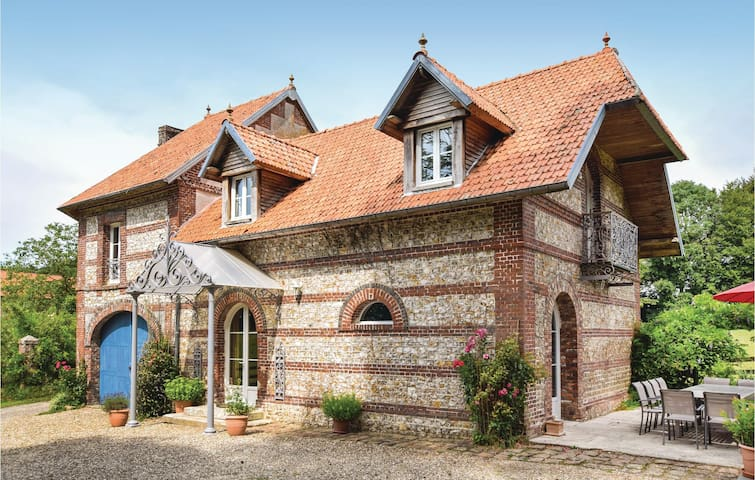 Stunning home in Hericourt-en-Caux with WiFi and 6 Bedrooms