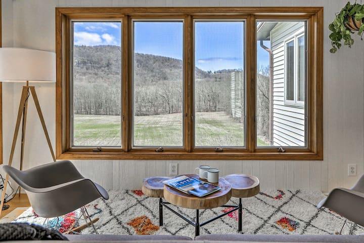 Hudson Valley Home w/Mtn View & Fresh Interior